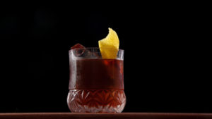 The Ultimate Guide to Serving Cocktails This Holiday Season